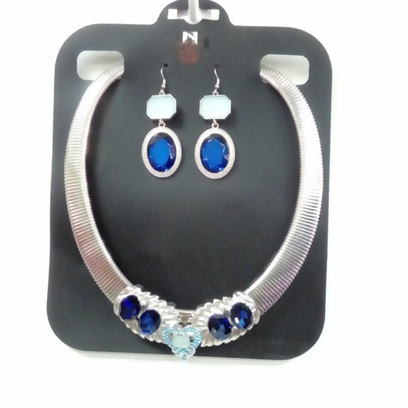 Deja Vous Jewelry - NWT Blue Heart Statement Necklace